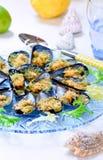 Gratén con los mejillones de los crustáceos, mariscos, recetas de los mejillones de los crustáceos Fotografía de archivo
