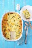 Gratén de la calabaza de tuétano vegetal con queso y el chalote Foto de archivo