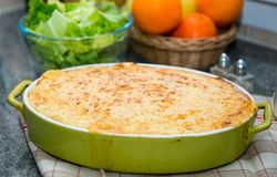 Gratén de la patata con crema y queso Imagen de archivo libre de regalías