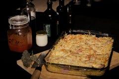 Gratén de las pastas, del queso y del jamón Fotos de archivo