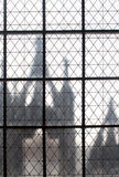 Grata della finestra quadrata dei tondini di ferro di vecchio palazzo europeo Fotografia Stock