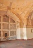 Grata ed archi di marmo alla tomba del Akbar dell'imperatore Fotografia Stock Libera da Diritti