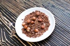 Grated choklad med muttrar Royaltyfri Bild