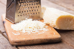 Grated parmesanost Arkivbild