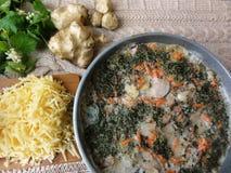 Gratin грибов бело-крапивы Artishok стоковое изображение