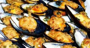 Gratin au мидий, gratinate cozze, на плите, итальянская кухня стоковая фотография rf
