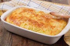 Gratin con pasta e formaggio Immagini Stock