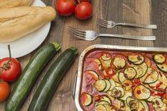 Gratin do abobrinha, cozido, com tomates Imagens de Stock
