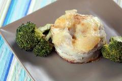 Gratin e bróculos do Au das batatas imagem de stock royalty free
