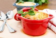 Gratin francese della minestra della cipolla immagini stock libere da diritti