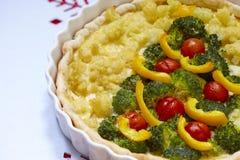 Gratin mit Brokkoli und Blumenkohl für Weihnachten lizenzfreies stockfoto