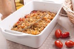 Gratin z czereśniowymi pomidorami i breadcrumbs zdjęcie royalty free