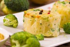 Gratins картошки с florets брокколи стоковые фотографии rf