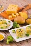 Gratins картошки с florets брокколи стоковая фотография