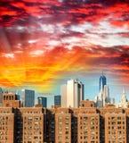 Grattacieli antichi e moderni dell'orizzonte a di Manhattan - di New York fotografia stock libera da diritti