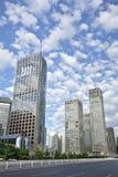 Grattacieli contro un cielo blu nel centro di Pechino, Cina Fotografia Stock Libera da Diritti