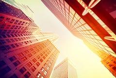Grattacieli d'annata di stile in Manhattan al tramonto Fotografie Stock