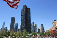 Grattacieli del Chicago dal pilastro del blu marino Immagini Stock Libere da Diritti