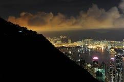 Grattacieli di Hong Kong alla notte Fotografia Stock Libera da Diritti