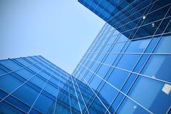 Grattacieli di vetro alla notte Immagini Stock