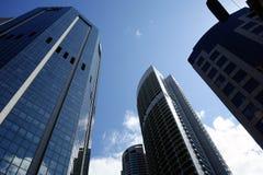 Grattacieli e cielo blu Immagine Stock