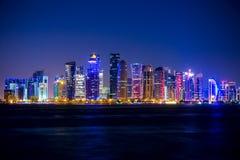 Grattacieli e notte di Doha Fotografie Stock Libere da Diritti