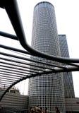 Grattacieli e ponticello Fotografie Stock