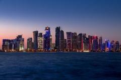 Grattacieli e sera di Doha Fotografie Stock Libere da Diritti
