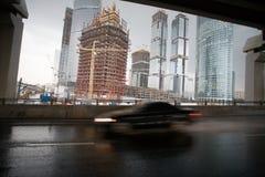 Grattacieli e strada principale Immagine Stock