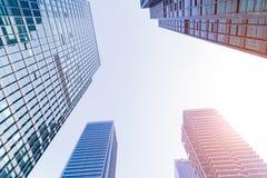 Grattacieli moderni comuni di affari, grattacieli, architettura che si alza al cielo fotografia stock