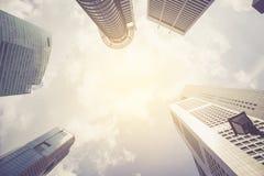 Grattacieli moderni di affari con le alte costruzioni Immagini Stock Libere da Diritti