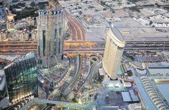 Grattacieli nella città della Doubai I UAE Scena di sera del Dubai da altezza del volo del ` s dell'uccello Fotografia Stock