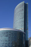 Grattacieli nella città di Mosca contro il cielo blu Immagine Stock
