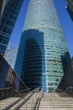 Grattacieli nella città di Mosca contro il cielo blu Fotografie Stock