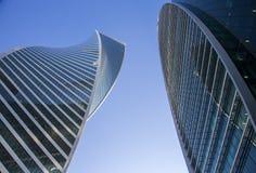 Grattacieli nella città di Mosca contro il cielo blu Immagine Stock Libera da Diritti