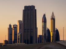 Grattacieli più alti stupefacenti nell'area della strada di Sheikh Zayed durante il bello tramonto Del centro, Dubai, Emirati Ara Fotografia Stock