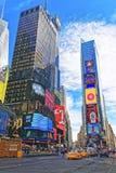Grattacieli in Times Square su Broadway e sul settimo viale Fotografia Stock