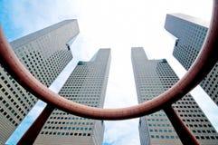 Grattacielo al centro del centro di affari Fotografie Stock