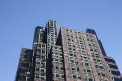 Grattacielo con le riflessioni interessanti Fotografie Stock Libere da Diritti