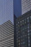 Grattacielo da sotto fotografia stock