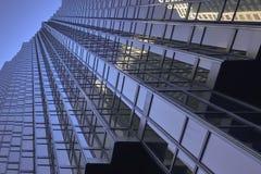 Grattacielo da sotto fotografia stock libera da diritti