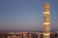 Grattacielo 432 della Park Avenue a Manhattan crepuscolare Fotografia Stock