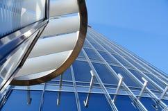 Grattacielo di vetro e d'acciaio Immagini Stock