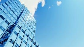 Grattacielo e nuvole 4K di lasso di tempo video d archivio