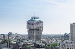 Grattacielo moderno della torre di Torre Velasca nel centro urbano di Milano, Ital fotografia stock libera da diritti