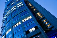 Grattacielo moderno illuminato della costruzione Fotografia Stock
