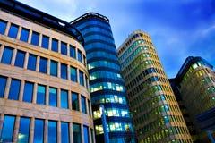 Grattacielo moderno illuminato della costruzione Immagine Stock
