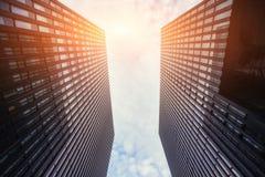 Grattacielo nel cielo immagini stock libere da diritti
