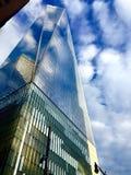 Grattacielo nella costruzione moderna della parete di vetro di NewYork Fotografia Stock Libera da Diritti