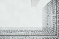 Grattacielo residenziale bianco contemporaneo, angolo retto fra il corpo dell'alloggio Fotografie Stock